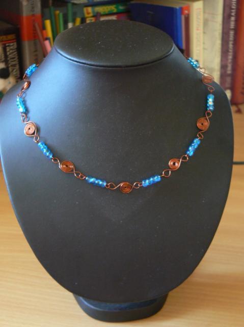 Ketlovaný náhrdelník se spirálkami