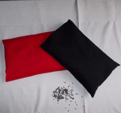 BLACK & RED. - pohankové polštářky
