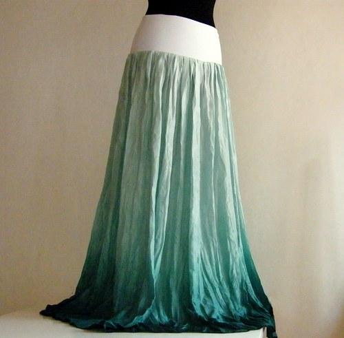 V moři urousaná...dlouhá hedvábná sukně