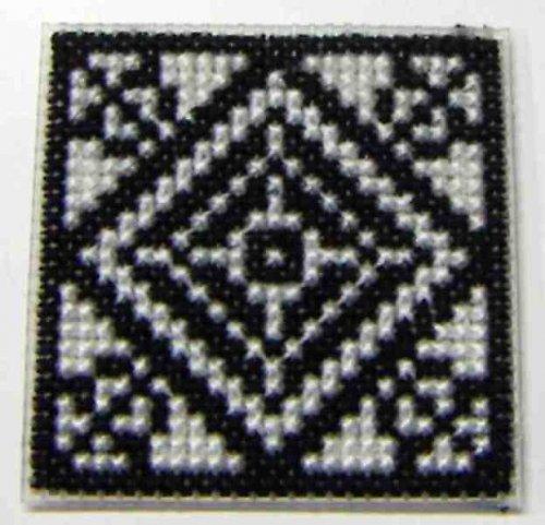Vyšívaná magnetka - černobílý ornament II