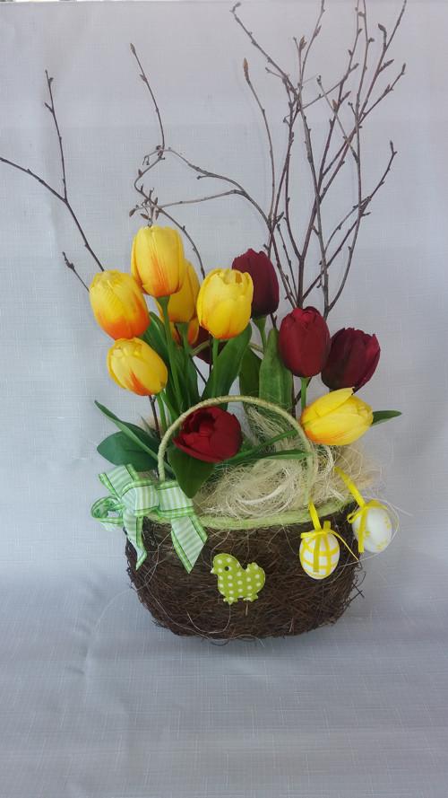 Košík s tulipány
