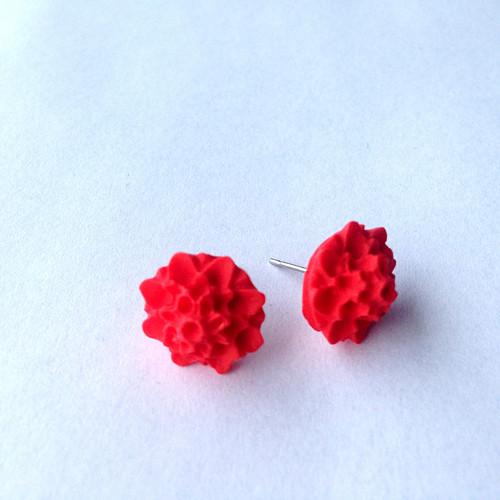 Květinová náušnice červená