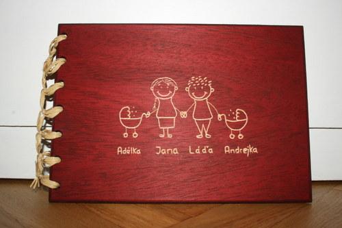 Dřevěné fotoalbum - Rodinka s kočárkem