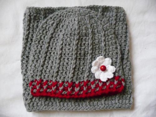 Set čapka+tunel-šedo-červený s kytičkou
