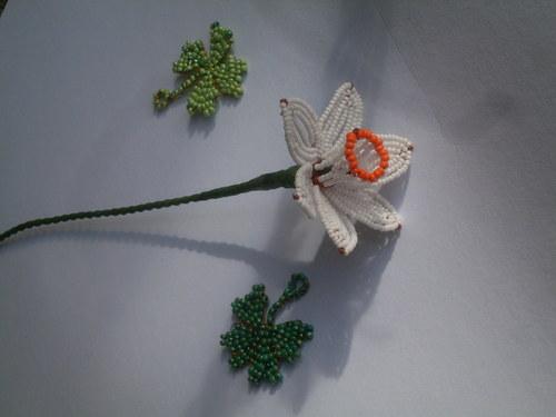 narciska z korálků-bílá