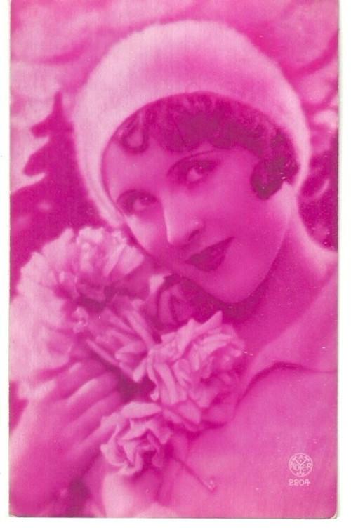 Umělecká pohlednice zahleděná žena