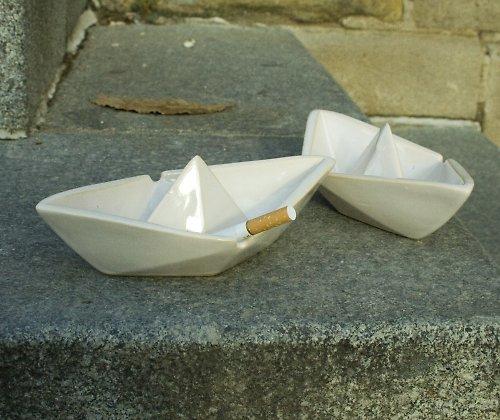 Popelníček ve tvaru lodičky