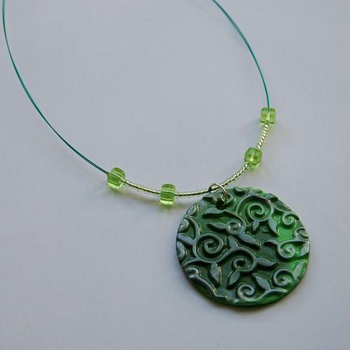 Zelený nááhrdelník s fimo plackou