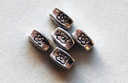 5ks kovové korálky 4x8mm