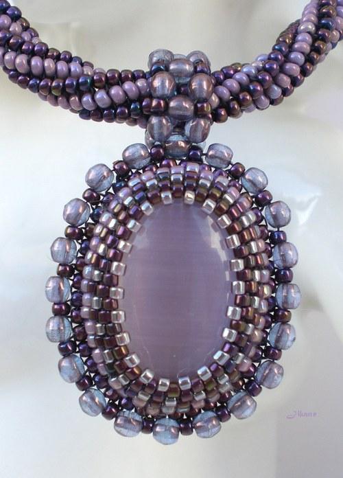 Náhrdelník v odstínech fialové