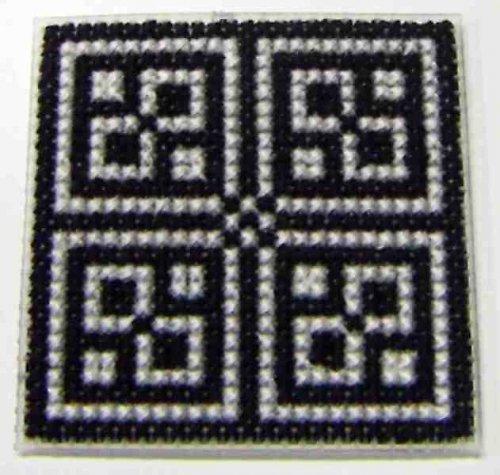 Vyšívaná magnetka - černobílý ornament I
