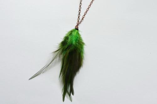 náhrdelník zelený z peří
