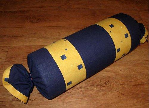Polštář váleček - žluto modrá kostka
