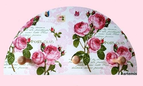 dřevěný věšáček - láska k růžím....