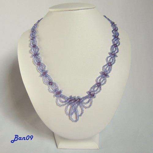 Fialový plochý náhrdelník