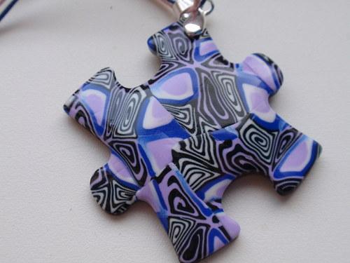 Černo fialový kaleidoskop puzzle