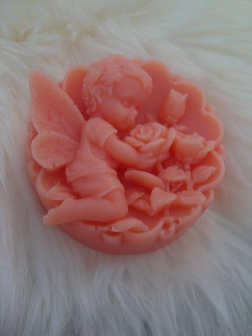 Andělíček s růží mandarinka