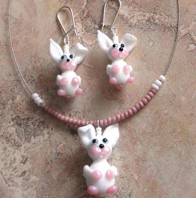 Souprava bílý zajíc - vinuté perle