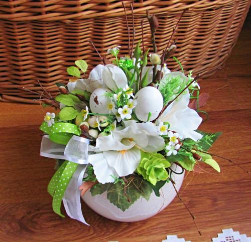 Jarní kytice bílo - zelená s vajíčky