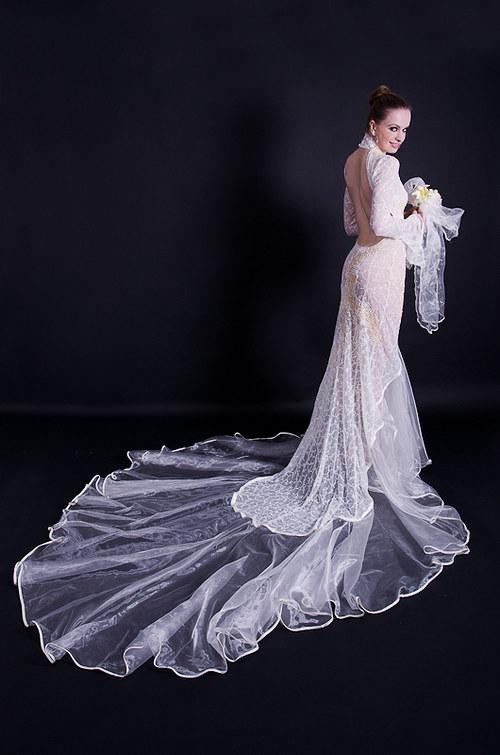 Svatební šaty pro odvážnou nevěstu