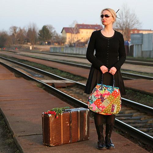Madame Sashiko čeká na vlak... dámská kabelka