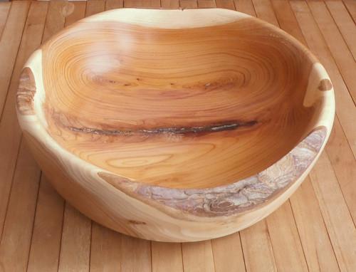 dřevěná miska z tisu