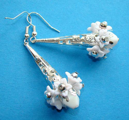 náušnice bílé květy