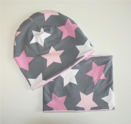 Setík čepice a nákrčníku -růžové hvězdy na šedé