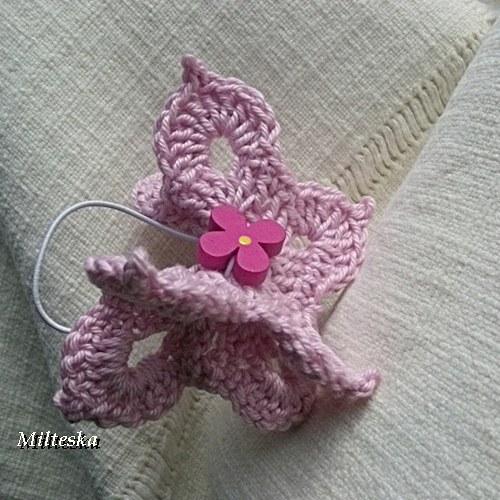 motýl lila do vlasů-3D