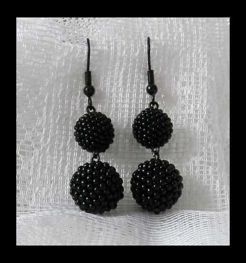 Černá elegance pro všedně-nevšední příležitost...