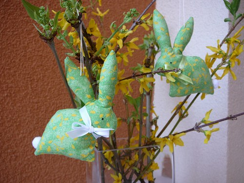 Zajíček v barvě zlatého deště - zelený