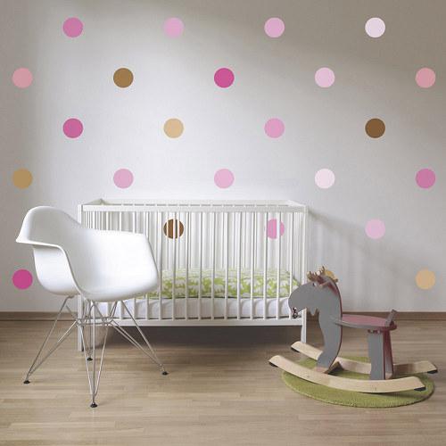 Klasický puntík růžová kapučíno - samolepky na zeď