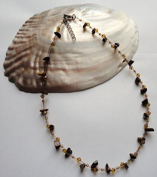 Elegantní náhrdelník z minerálu tygří oko