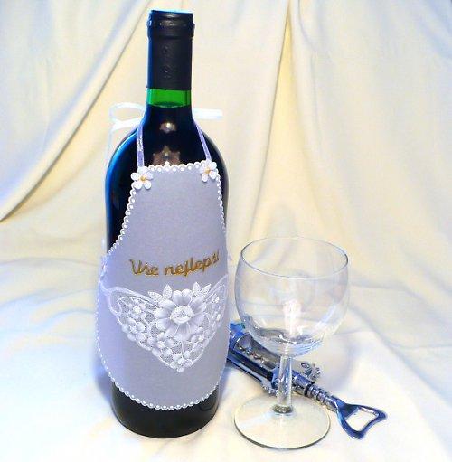137. Zástěrka na láhev vína