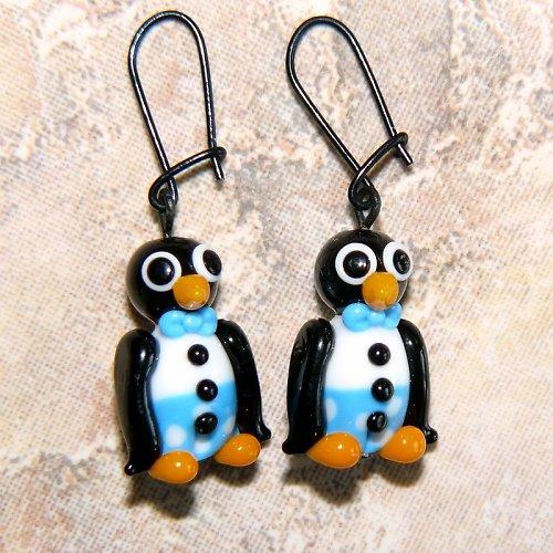 Náušnice tučňák v modrých kalhotech - vinuté perle
