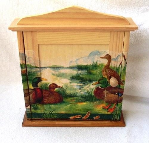 skříňka pro myslivce na chatu na klíče