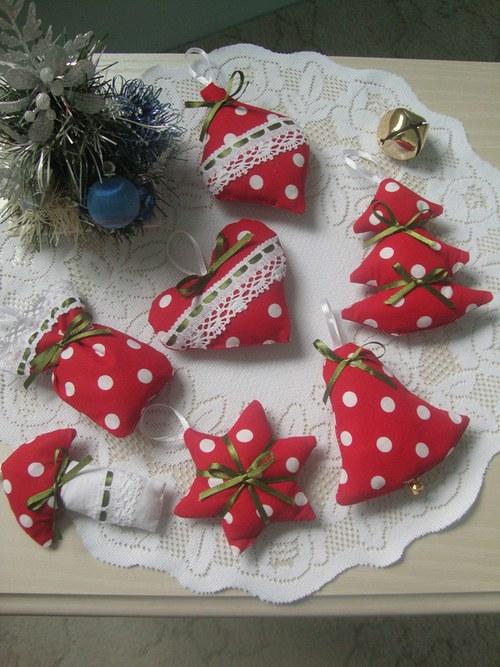 Vánoční ozdoby-červenobílý velký puntík