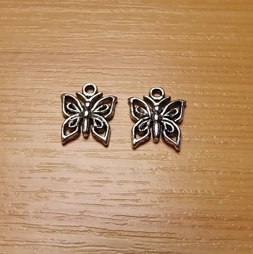 Motýl -  stříbro - 12 x12mm - 2 kusy
