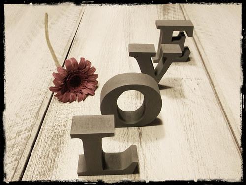 nápis LOVE - 10 cm