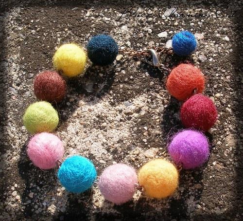 Pestrobarevné plstěnky - náramek
