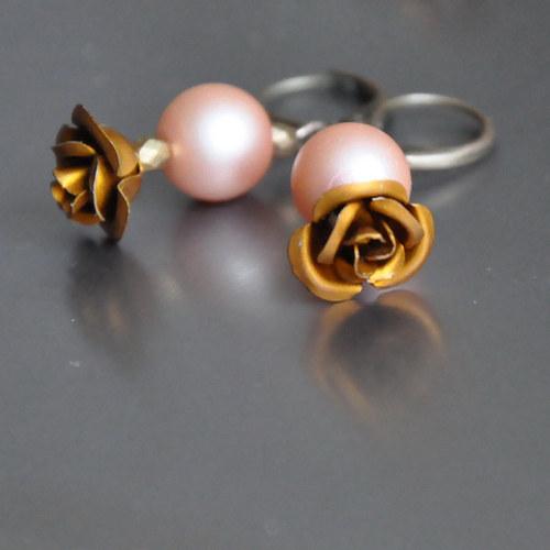 Měděný růže květ s perlou