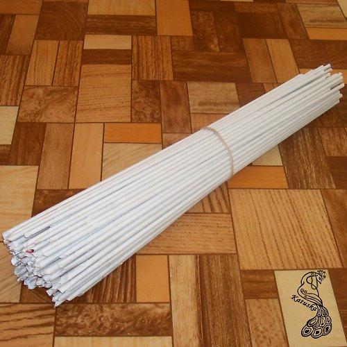 bílé ruličky z papíru