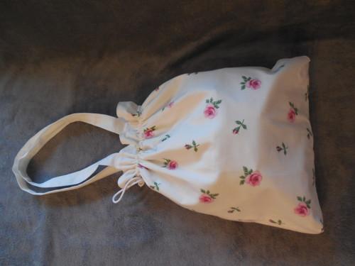 kabelka bílé růžičky