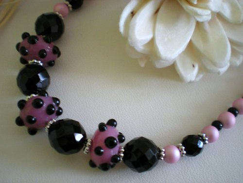 Růžové vinutky v perlách...