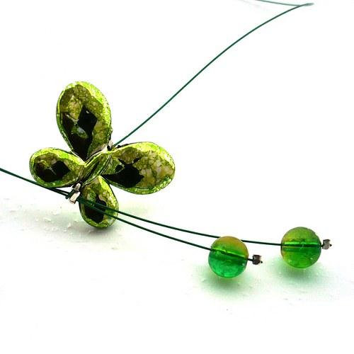 Světle zelený motýlkový náhrdelník