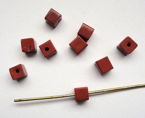 Červený jaspis  -  kostka - cena za 3ks