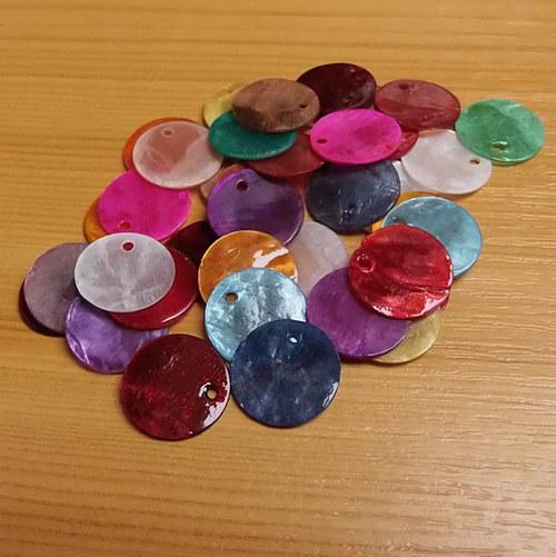 Perleťové penízky - 15 mm - 50 kusů - mix barev