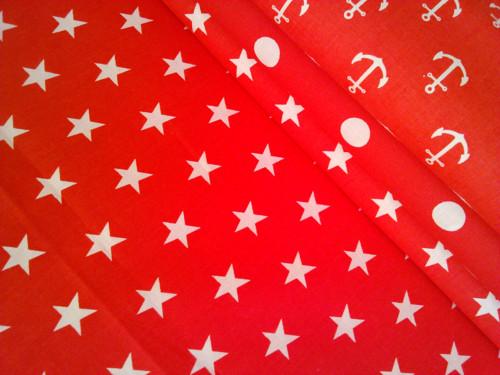 Bílé hvězdy na červené