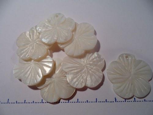 Perleťová kytka - přívěšek