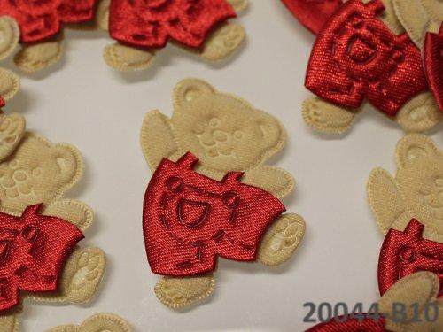 20044-B10 Aplikace medvídek v šortkách ČERVENÝ